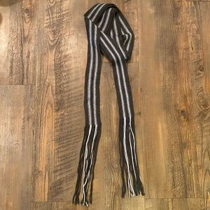Super long Y2K style skinny Gap scarf
